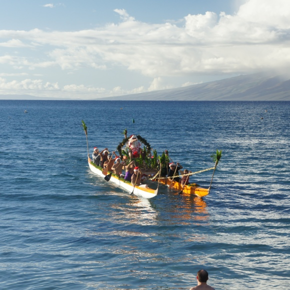 Santa nearing Maui by canoe