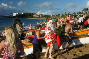 Santa arrives by canoe in Kaanapali